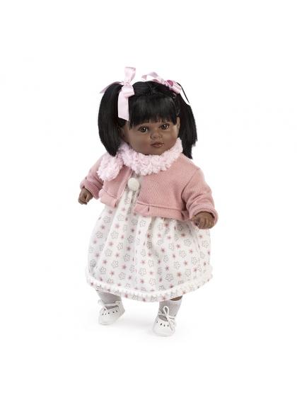 Carla habladora negrita con bufanda rosa en caja