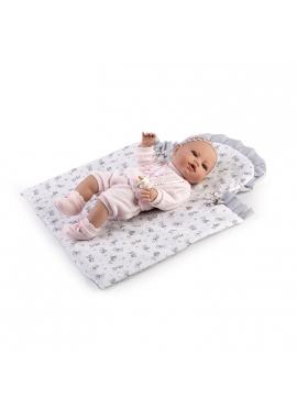 Новорожденный с пеленальным столиком в коробке